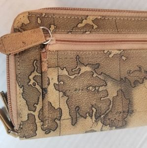 Bags - [NWOT!] Detailed map compass traveler wallet